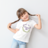 Kép 3/4 - Summer vibes levendula   grafikás lány pamutpóló