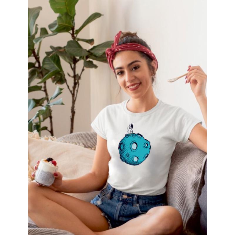Astra on the Moon | grafikás női pamutpóló
